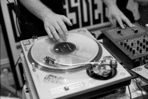 black and white turntables dj